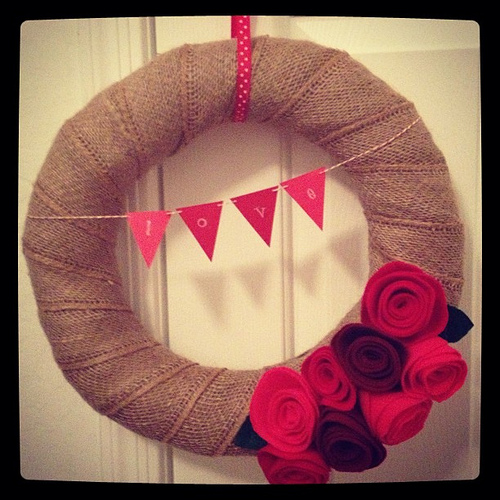 Easy Burlap Valentine's Day Wreath Tutorial {I made it}