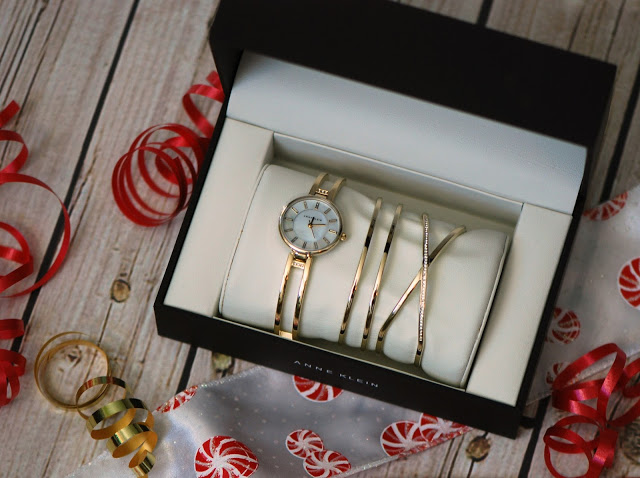 Tis the season for gift wrapping – gift wrap organization { tutorial }