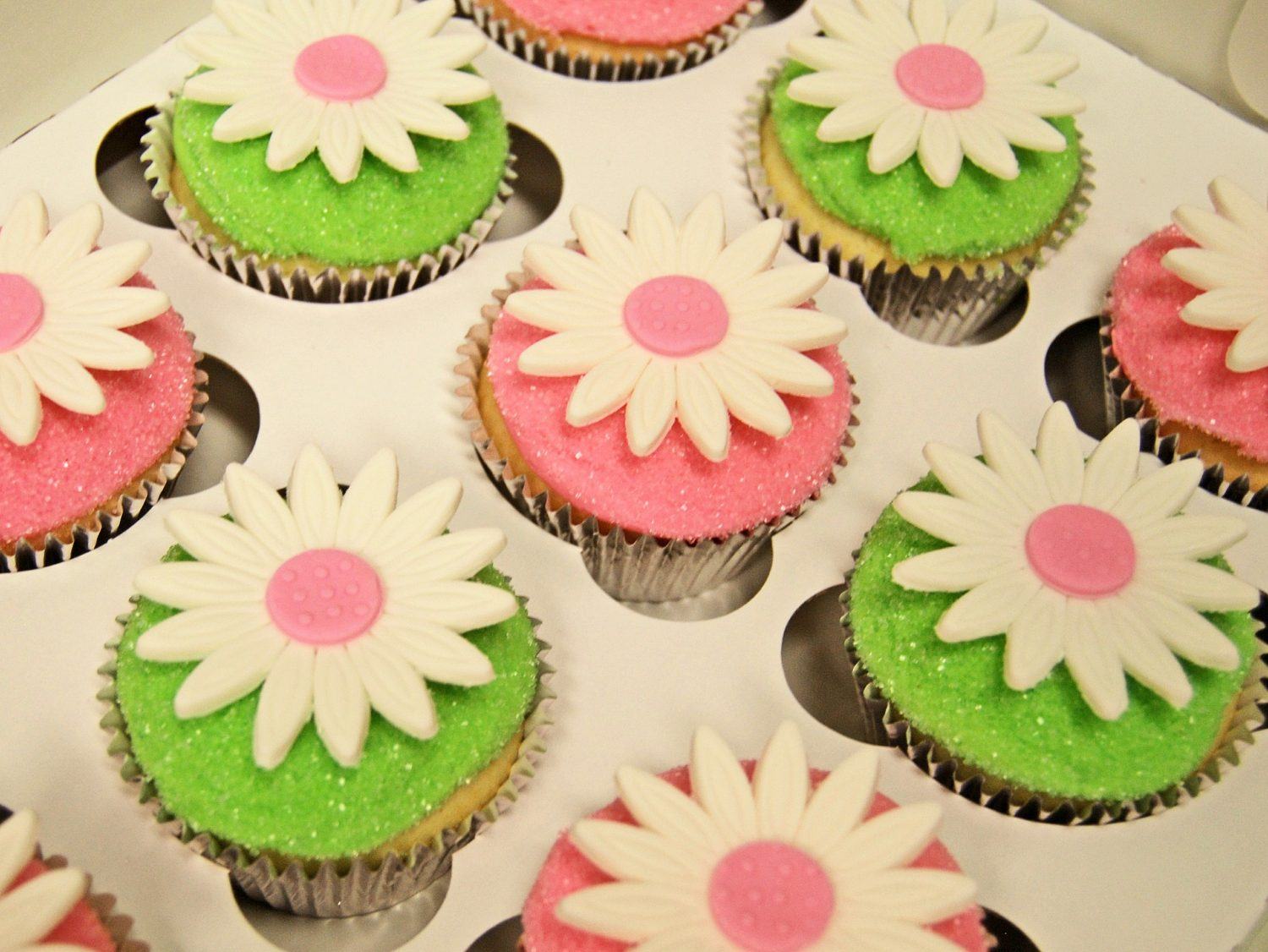 Pink and Green Daisy Glitter Cupcakes