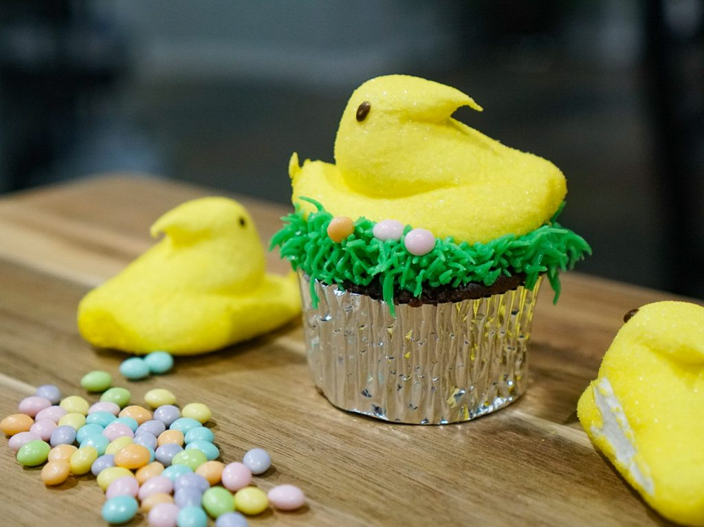 Easy Easter Cupcake Design with Peeps