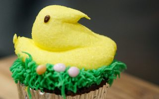 Easy Easter Decorated Cupcakes with Peeps