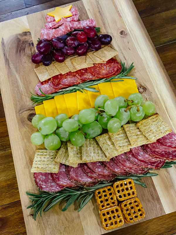 Christmas Charcuterie Board – Perfect for Holiday Grazing